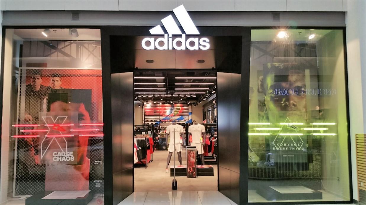 аdidas представя обновения Home Court магазин в Мол Пловдив